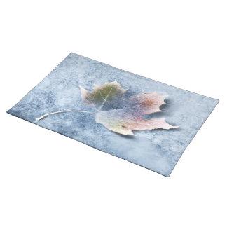 Hoja congelada en el hielo mantel individual