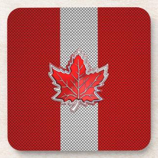 Hoja de arce roja canadiense en la impresión de la posavasos de bebida