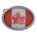 Hoja de arce roja canadiense en miradas de la hebillas cinturon ovales