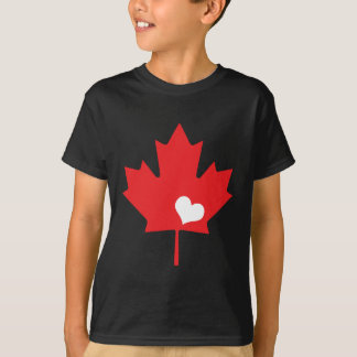 Hoja de arce y corazón canadienses del día de camisas
