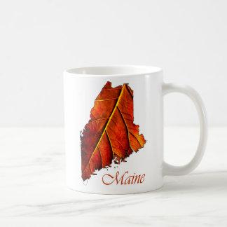 Hoja de color naranja del follaje de otoño de Main Taza Básica Blanca