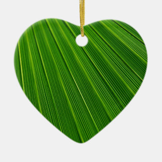 Hoja de palma verde abstracta colorida adorno de cerámica en forma de corazón