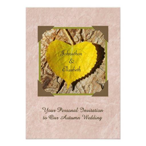 Hoja en forma de corazón del amarillo de la invita