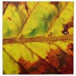 Hoja macra del otoño servilleta imprimida