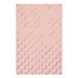 Hoja metálica rosada de las notas musicales del papeleria