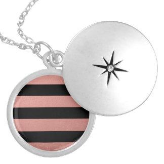 Hoja rosada coralina de las rayas negras elegantes medallones