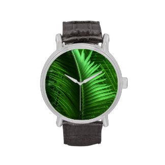Hojas abstractas del verde reloj de mano