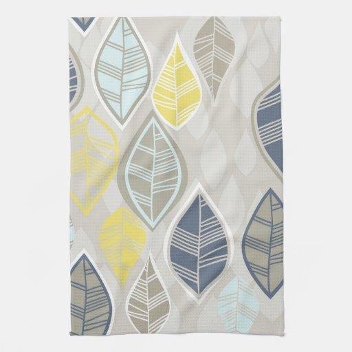 hojas amarillas azules del blanco en gris toallas de mano