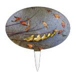 Hojas amarilleadas en la ramita del otoño decoración de tarta