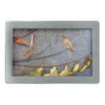 Hojas amarilleadas en la ramita del otoño hebilla de cinturón