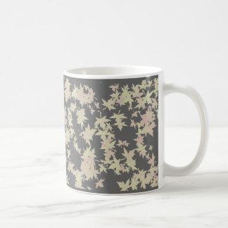 Hojas caidas otoño y diseño del invierno taza básica blanca