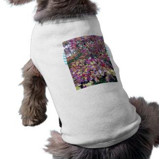 Hojas coloridas de la caída camiseta de perrito