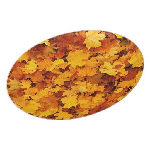 Hojas de arce del otoño platos