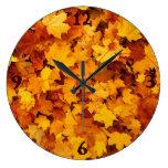 Hojas de arce del otoño relojes de pared