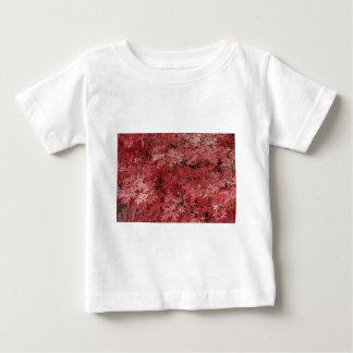 hojas de arce rojas playera de bebé