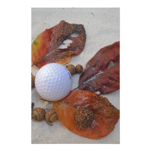 hojas de la caída y pelota de golf en trampa de ar papelería personalizada
