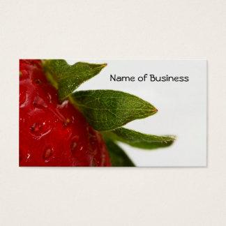 Hojas de la fresa con el nombre comercial tarjeta de negocios