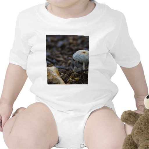 Hojas de la suciedad de las setas traje de bebé