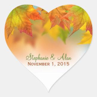 Hojas de los pegatinas del boda del otoño pegatina corazon