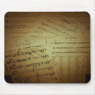Hojas de música arrugadas tapetes de raton