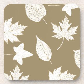 Hojas de otoño - blancas y moreno de color topo posavasos de bebidas
