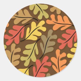 Hojas de otoño calientes pegatina redonda