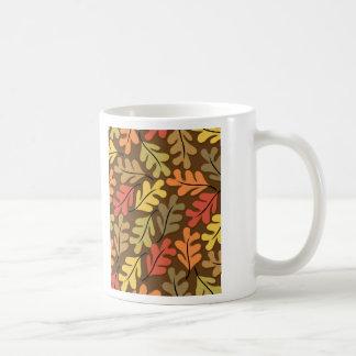 Hojas de otoño calientes taza básica blanca