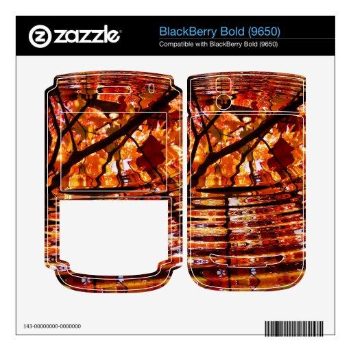 Hojas de otoño coloridas reflejadas en agua BlackBerry bold calcomanía