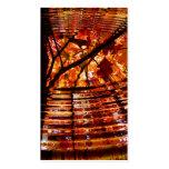 Hojas de otoño coloridas reflejadas en agua tarjetas de visita