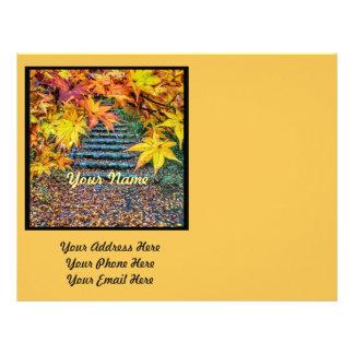 Hojas de otoño cuadradas amarillas de la plantilla plantillas de membrete