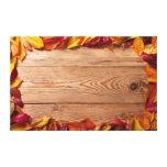 Hojas de otoño de árboles frutales en el fondo de  impresión en lona estirada