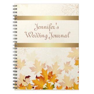 Hojas de otoño de oro que casan el diario notebook
