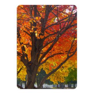 Hojas de otoño del amarillo y del naranja invitación 12,7 x 17,8 cm