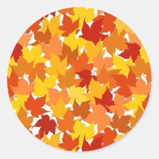 Hojas de otoño del árbol de arce pegatina redonda