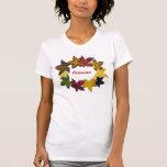 Hojas de otoño en el fondo blanco camiseta