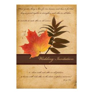 Hojas de otoño en la invitación envejecida del bod