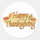 Hojas de otoño felices de la acción de gracias etiqueta redonda