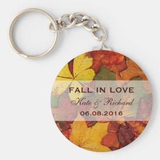 Hojas de otoño que caen que casan llavero del