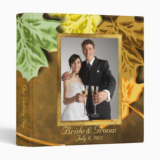 Hojas de otoño que casan el álbum de foto