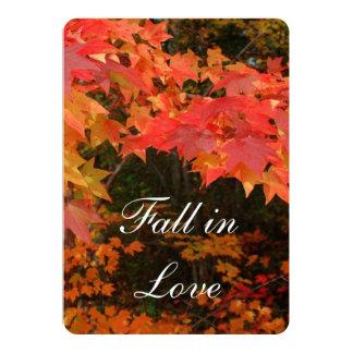 Hojas de otoño que casan la invitación nupcial de
