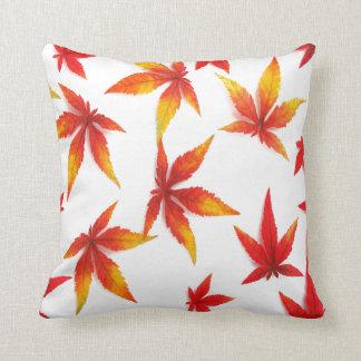 Hojas de otoño rojas cojín