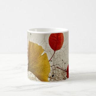 Hojas de otoño taza