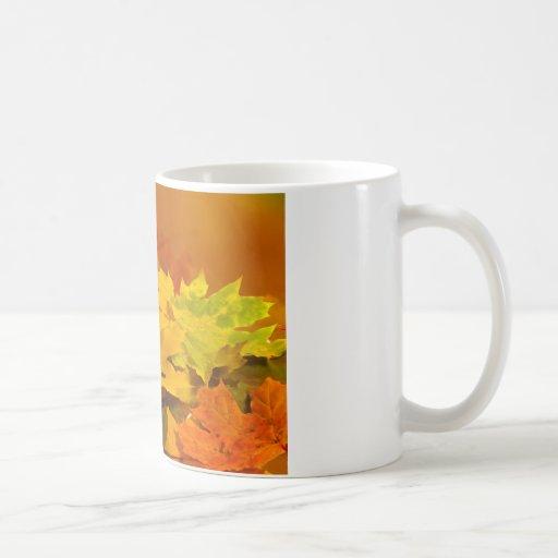 Hojas de otoño taza clásica