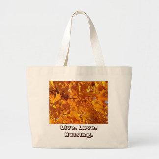 Hojas de otoño vivas de las bolsas de asas del
