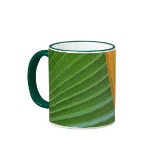 hojas de palma coloridas por la taza de Petr