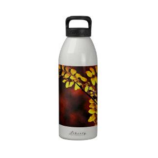 Hojas del amarillo botella de agua reutilizable