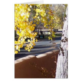Hojas del amarillo para el follaje de otoño felicitaciones