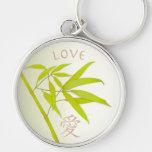 Hojas del bambú y llavero del símbolo del amor