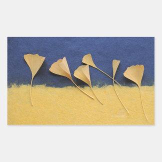 hojas del ginkgo en los pegatinas del rectángulo pegatina rectangular