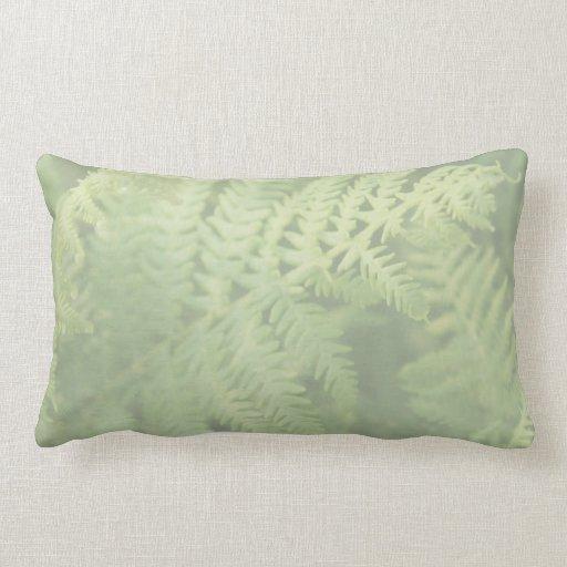 Hojas del helecho, verdes claras. cojín